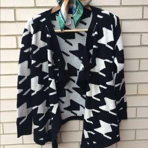 Vestique Houndstooth Sweater